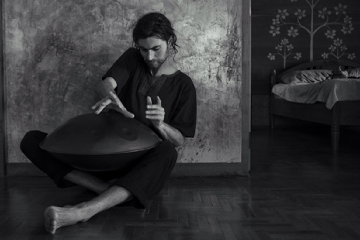 Handpan/percussionist